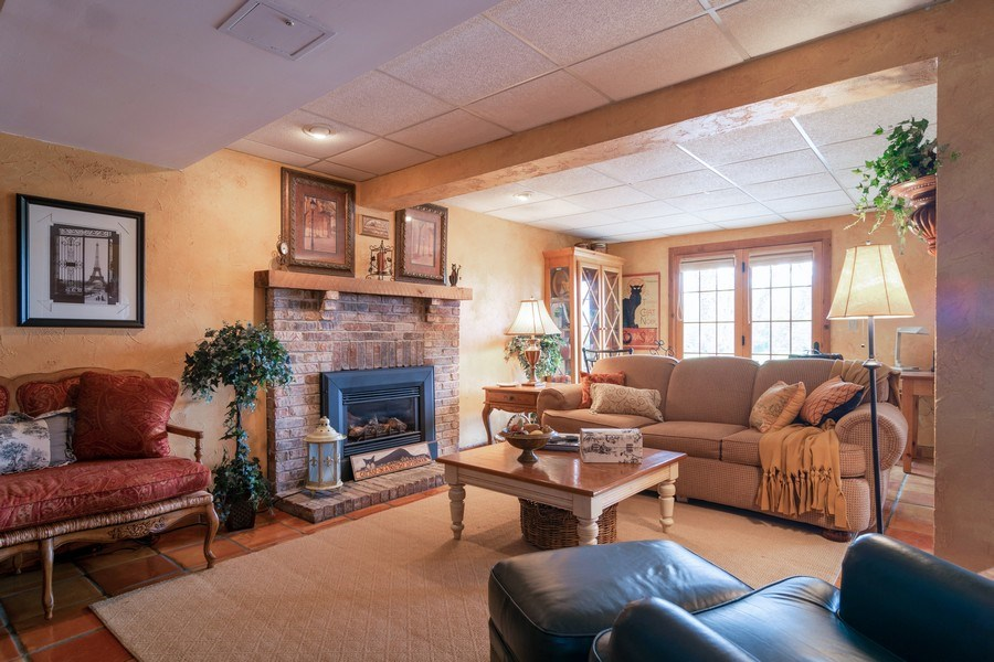 Real Estate Photography - 598 Golfers Lane, Bartlett, IL, 60103 - Family room
