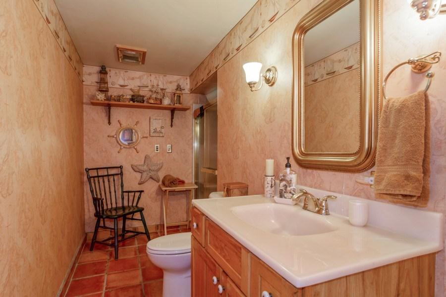 Real Estate Photography - 598 Golfers Lane, Bartlett, IL, 60103 - Walkout level bathroom