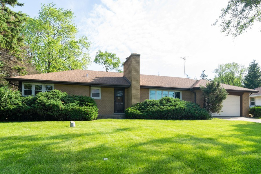 Real Estate Photography - 21W516 Army Trail Rd, Addison, IL, 60101 - Front View