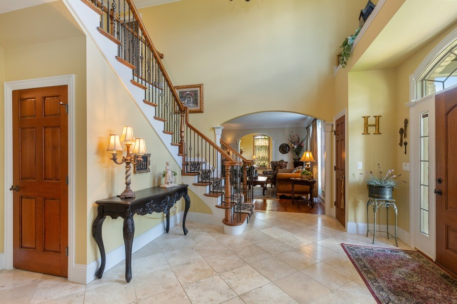 Real Estate Photography - 5620 Meadowbrook Lane, Crystal Lake, IL, 60014 - Foyer