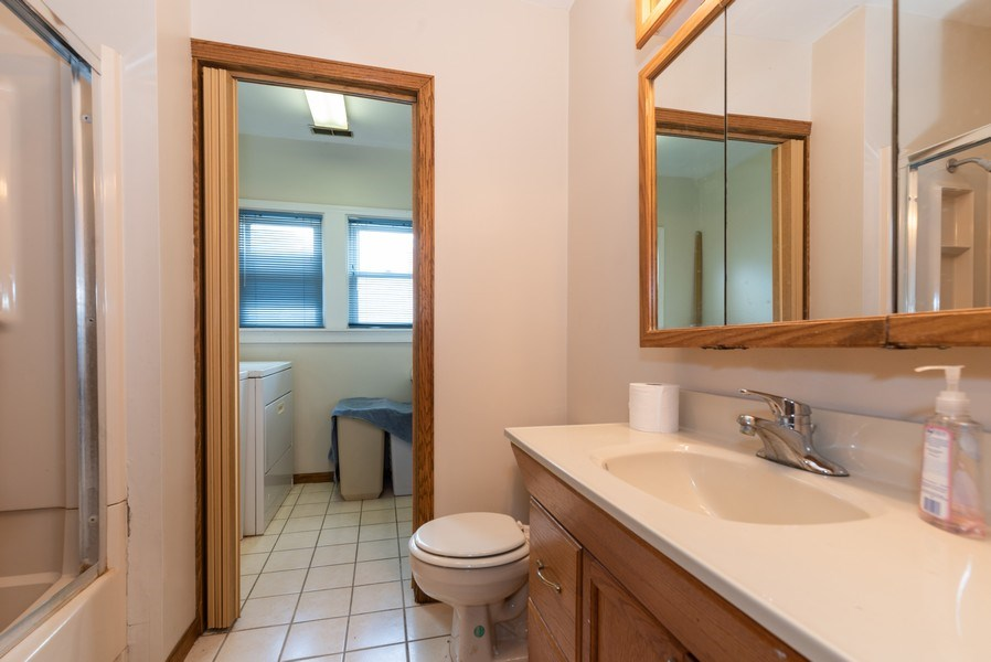 Real Estate Photography - 914 Wicker St, Woodstock, IL, 60098 - 3rd Bathroom
