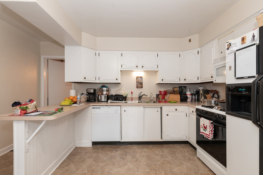 Real Estate Photography - 914 Wicker St, Woodstock, IL, 60098 - Kitchen