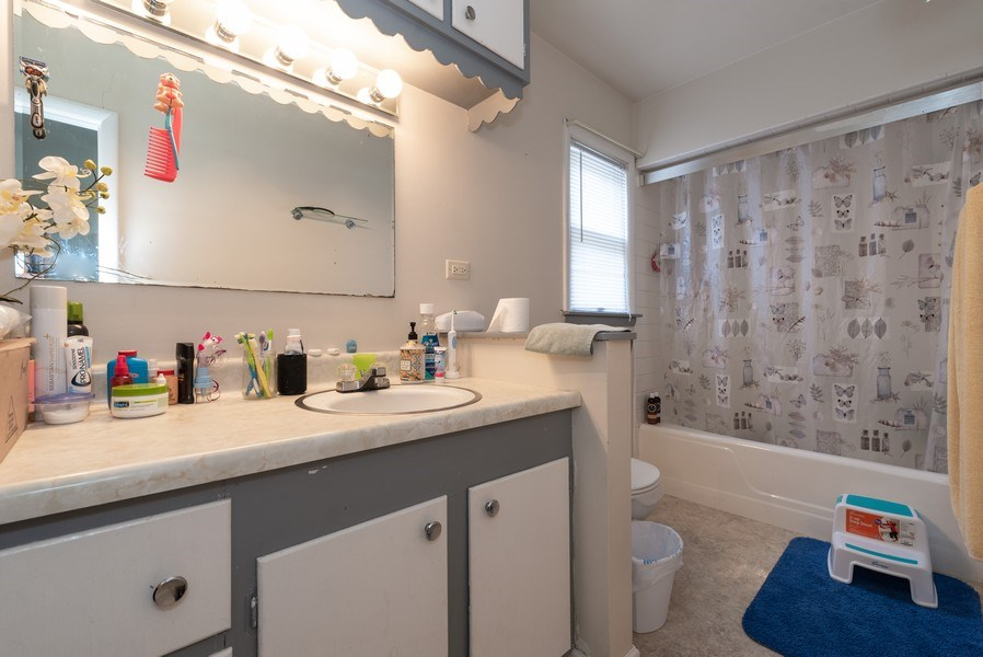 Real Estate Photography - 914 Wicker St, Woodstock, IL, 60098 - Bathroom
