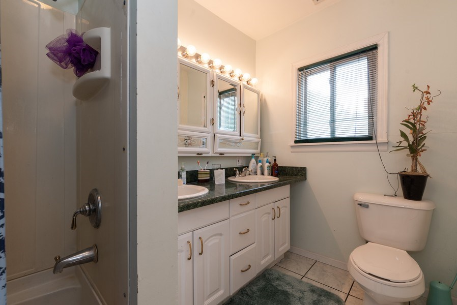Real Estate Photography - 914 Wicker St, Woodstock, IL, 60098 - 2nd Bathroom