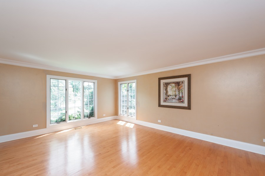Real Estate Photography - 14 South Meadow Ct, South Barrington, IL, 60010 - Living Room