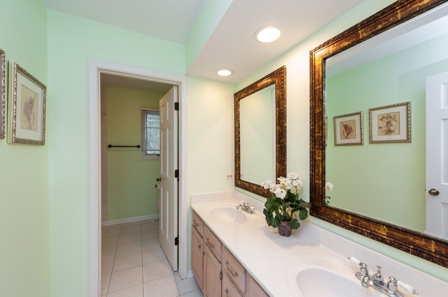 Real Estate Photography - 14 South Meadow Ct, South Barrington, IL, 60010 - 3rd Bathroom