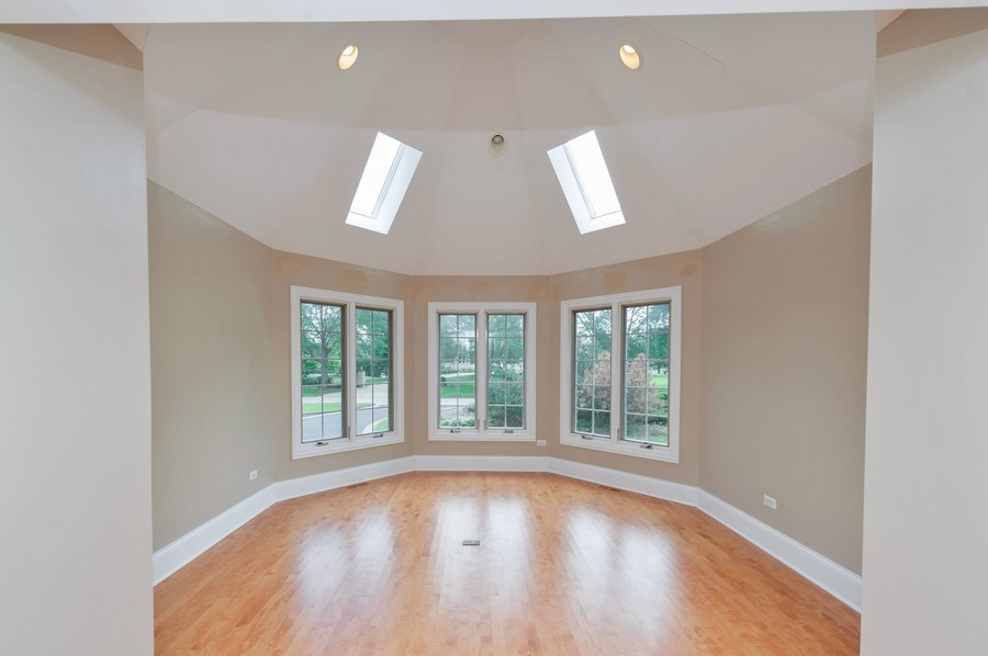 Real Estate Photography - 14 South Meadow Ct, South Barrington, IL, 60010 - Sitting Room