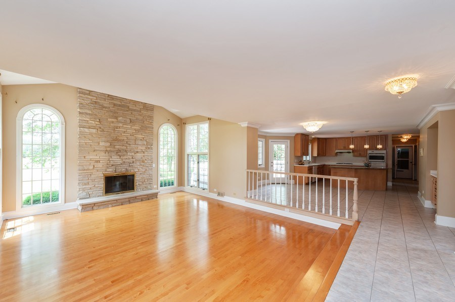 Real Estate Photography - 14 South Meadow Ct, South Barrington, IL, 60010 - Family Room
