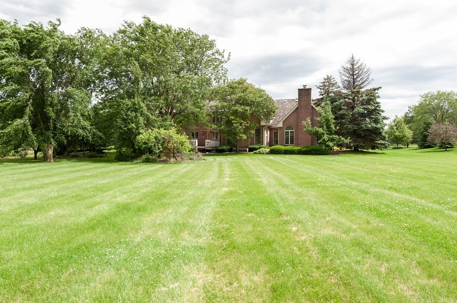 Real Estate Photography - 14 South Meadow Ct, South Barrington, IL, 60010 - Rear View