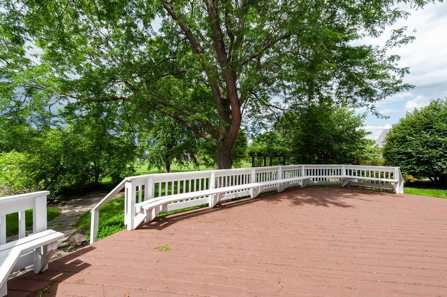 Real Estate Photography - 14 South Meadow Ct, South Barrington, IL, 60010 - Deck