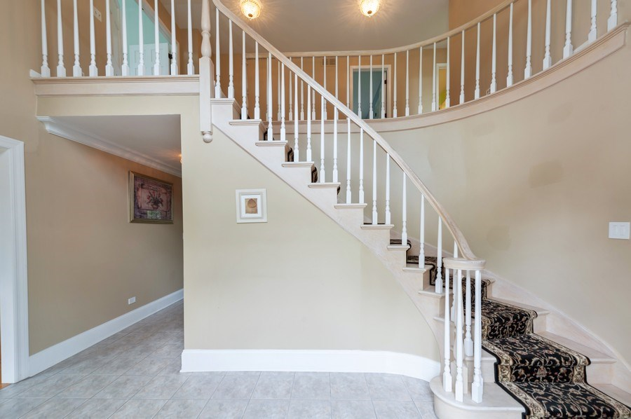 Real Estate Photography - 14 South Meadow Ct, South Barrington, IL, 60010 - Entryway
