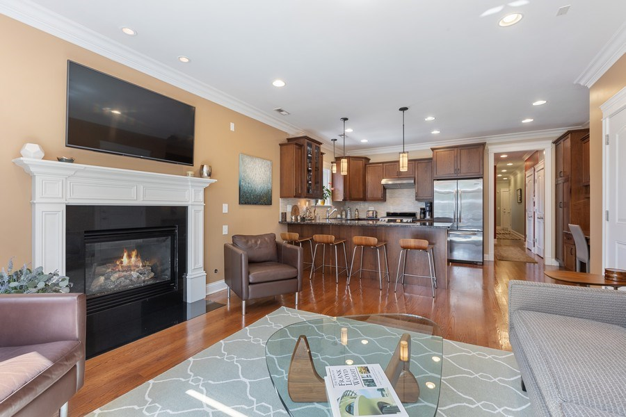 Real Estate Photography - 5014 N. KENMORE Avenue, Unit 3S, Chicago, IL, 60640 - Living Room