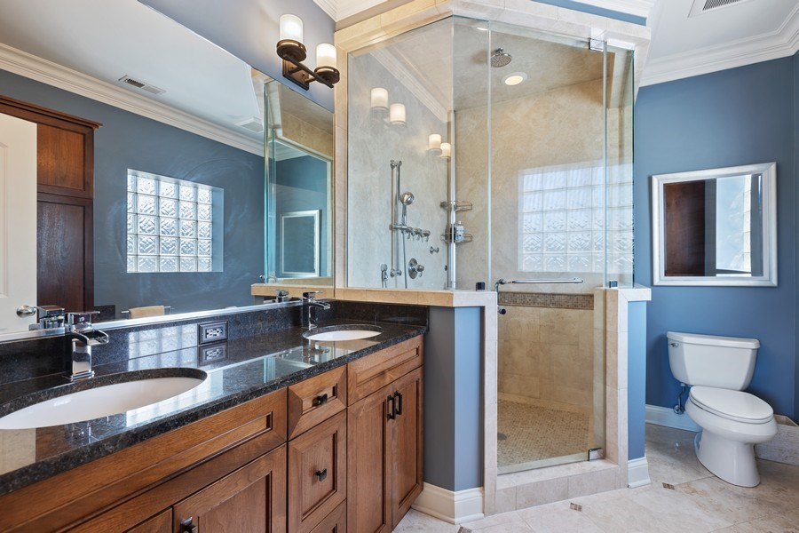 Real Estate Photography - 5014 N. KENMORE Avenue, Unit 3S, Chicago, IL, 60640 - Master Bathroom
