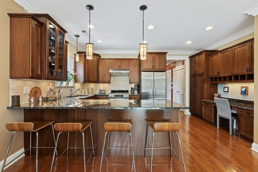 Real Estate Photography - 5014 N. KENMORE Avenue, Unit 3S, Chicago, IL, 60640 - Kitchen