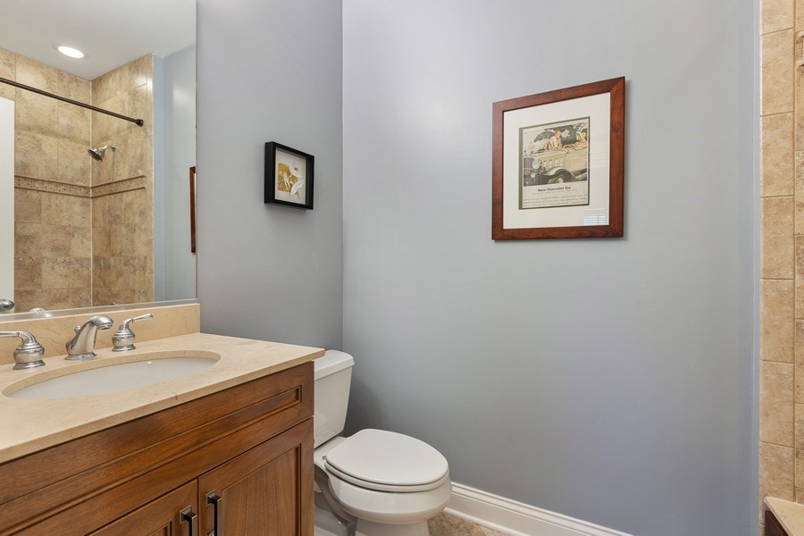 Real Estate Photography - 5014 N. KENMORE Avenue, Unit 3S, Chicago, IL, 60640 - Bathroom