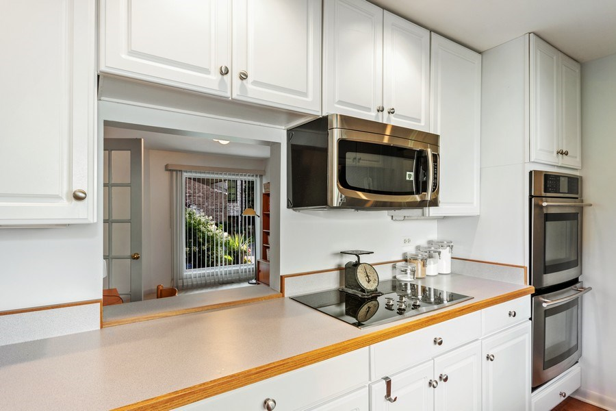 Real Estate Photography - 821 Burning Tree Ln, Naperville, IL, 60563 - Kitchen