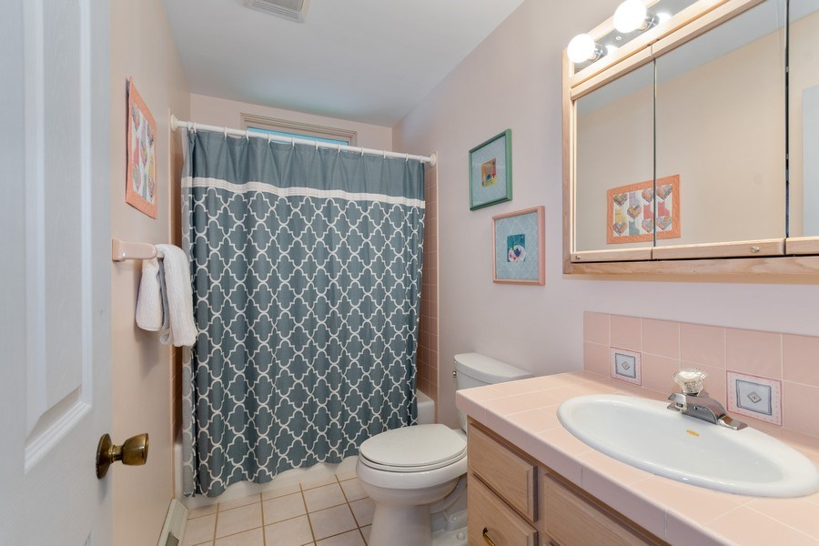 Real Estate Photography - 821 Burning Tree Ln, Naperville, IL, 60563 - 2nd full bath with tub/shower