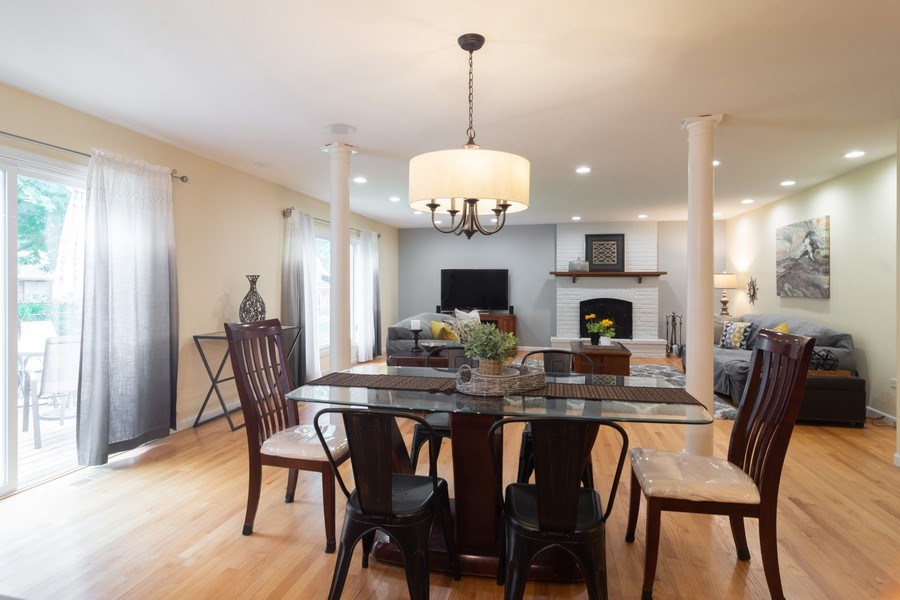 Real Estate Photography - 1339 E. Best Drive, Arlington Heights, IL, 60004 - Generously sized Eating Area is part of Great Room