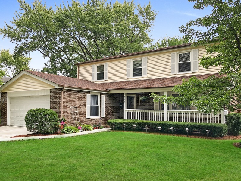 Real Estate Photography - 1339 E. Best Drive, Arlington Heights, IL, 60004 - Classic appeal includes a lovely front porch