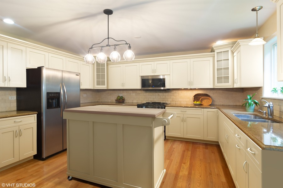 Real Estate Photography - 1339 E. Best Drive, Arlington Heights, IL, 60004 - Virtual example-easy to refresh by painting cabine