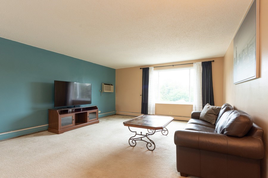 Real Estate Photography - 1116 S. New Wilke Road, Unit RD301, Arlington Heights, IL, 60005 - Living Room