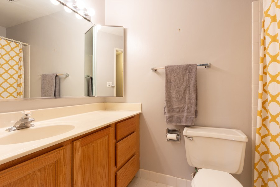 Real Estate Photography - 1116 S. New Wilke Road, Unit RD301, Arlington Heights, IL, 60005 - Master Bathroom