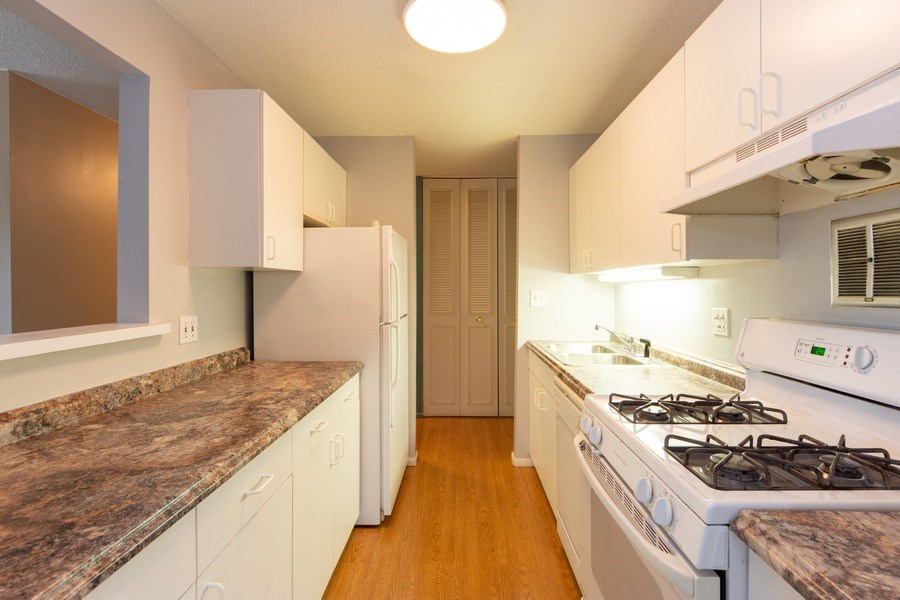 Real Estate Photography - 1116 S. New Wilke Road, Unit RD301, Arlington Heights, IL, 60005 - Kitchen