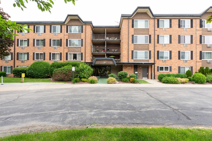 Real Estate Photography - 1116 S. New Wilke Road, Unit RD301, Arlington Heights, IL, 60005 - Front View