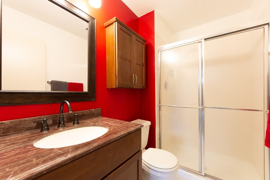 Real Estate Photography - 1116 S. New Wilke Road, Unit RD301, Arlington Heights, IL, 60005 - 2nd Bathroom