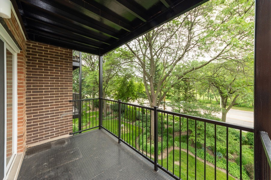 Real Estate Photography - 1116 S. New Wilke Road, Unit RD301, Arlington Heights, IL, 60005 - Balcony
