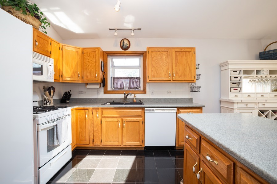 Real Estate Photography - 189 Martha Street, Bensenville, IL, 60106 - Kitchen