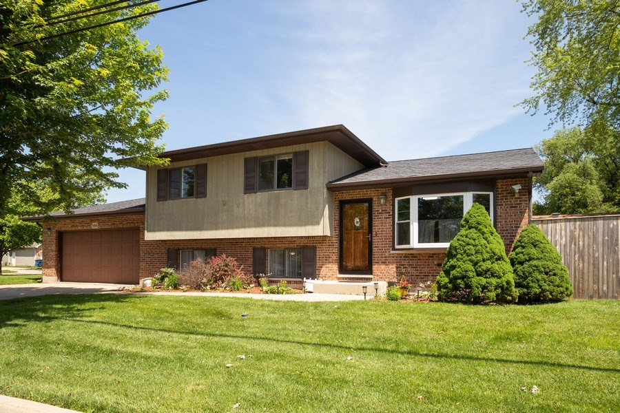 Real Estate Photography - 189 Martha Street, Bensenville, IL, 60106 - Front View