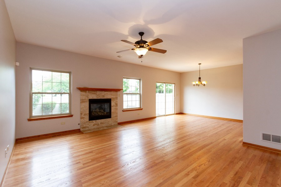 Real Estate Photography - 6810 White Egret Ct, Tinley Park, IL, 60477 - Living Room
