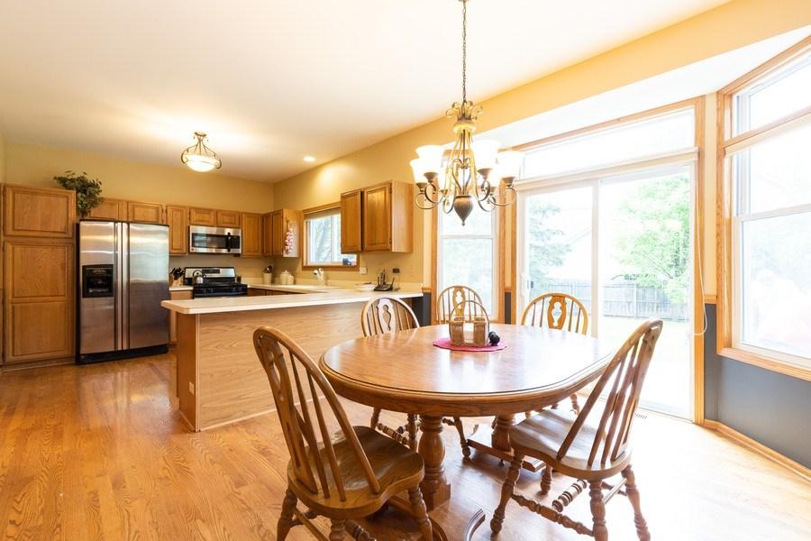 Real Estate Photography - 297 North Cambridge Ct, Grayslake, IL, 60030 - Kitchen / Breakfast Room