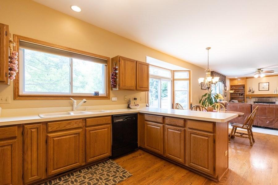 Real Estate Photography - 297 North Cambridge Ct, Grayslake, IL, 60030 - Kitchen