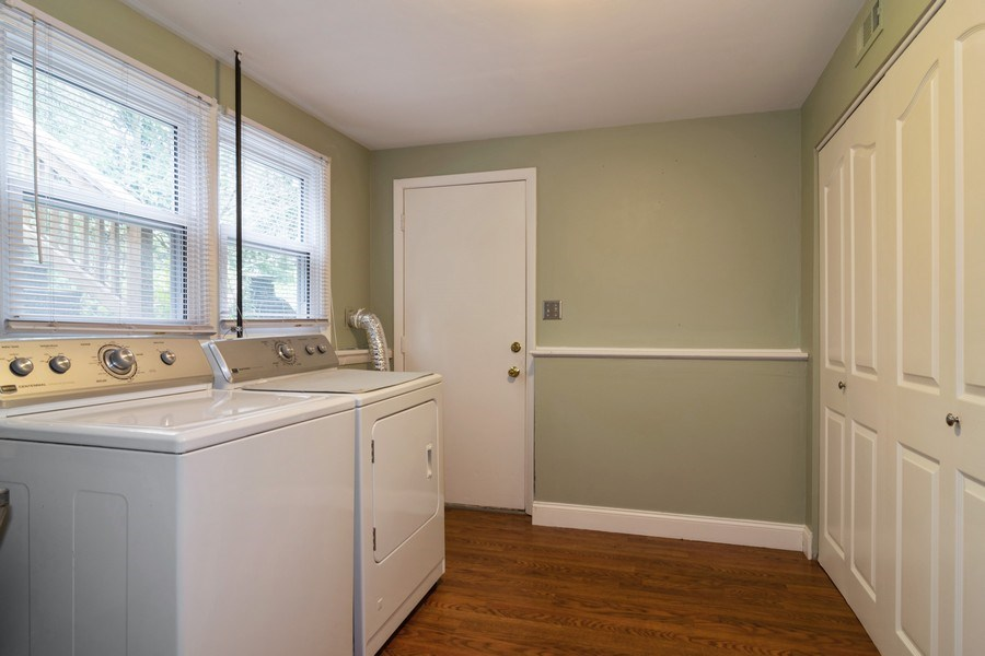 Real Estate Photography - 1270 Fellows Street, St. Charles, IL, 60174 - Laundry Room