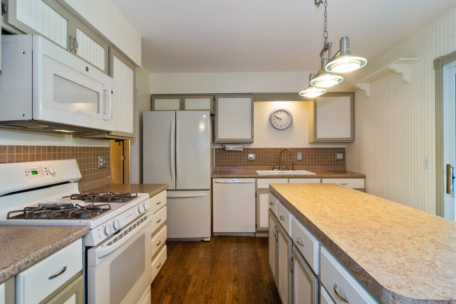 Real Estate Photography - 1270 Fellows Street, St. Charles, IL, 60174 - Kitchen
