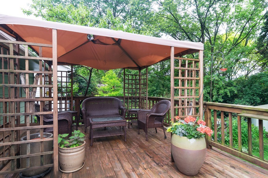 Real Estate Photography - 1270 Fellows Street, St. Charles, IL, 60174 - Deck