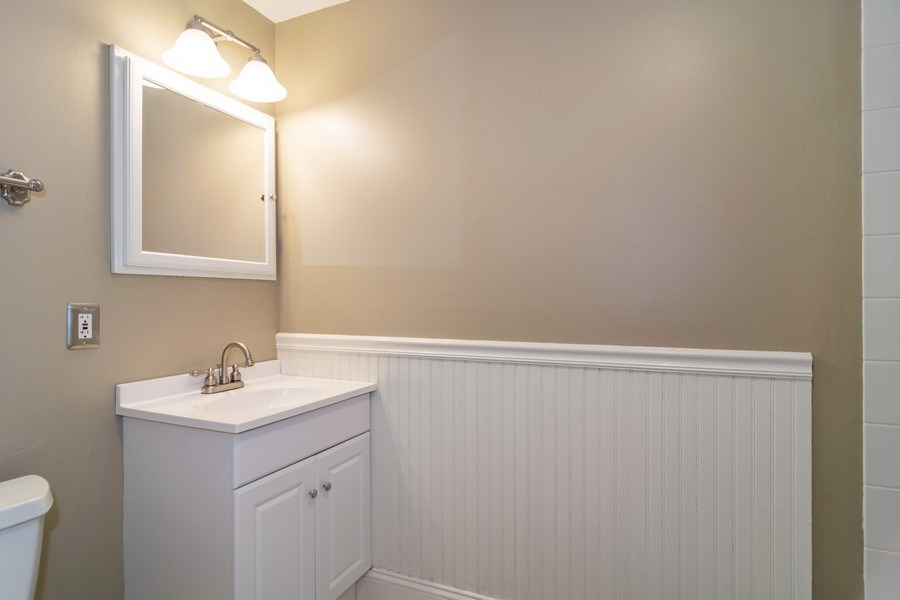 Real Estate Photography - 1270 Fellows Street, St. Charles, IL, 60174 - 2nd Bathroom