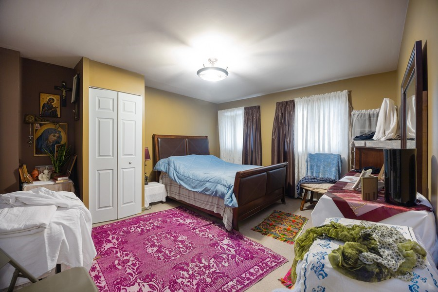 Real Estate Photography - 816 W. Saint James Street, Unit 2SW, Arlington Heights, IL, 60005 - Master Bedroom