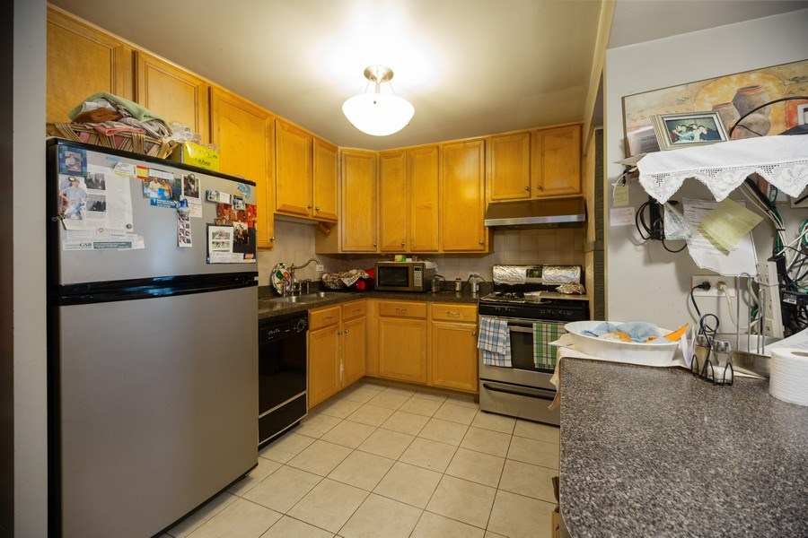 Real Estate Photography - 816 W. Saint James Street, Unit 2SW, Arlington Heights, IL, 60005 - Kitchen