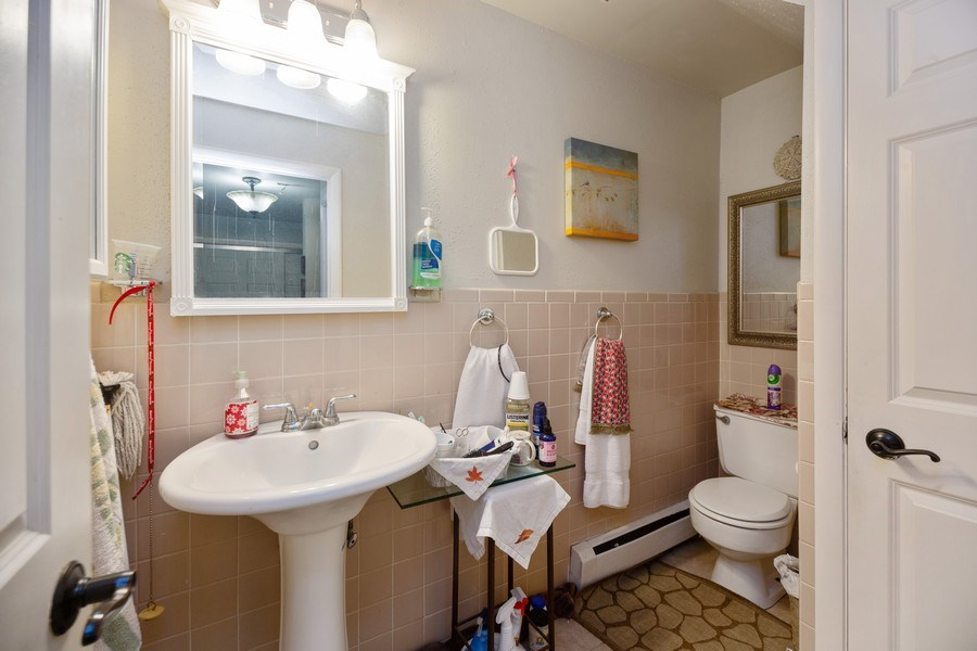 Real Estate Photography - 816 W. Saint James Street, Unit 2SW, Arlington Heights, IL, 60005 - Half Bath