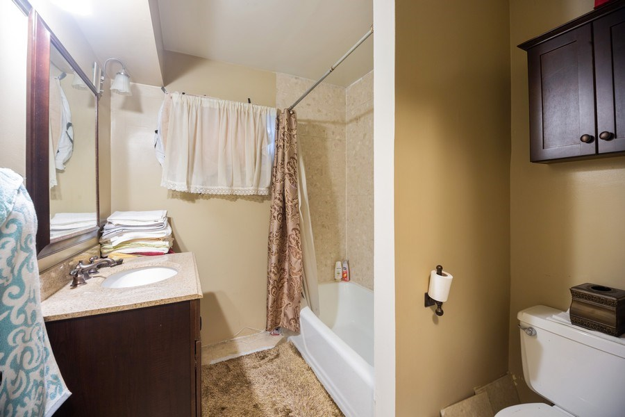 Real Estate Photography - 816 W. Saint James Street, Unit 2SW, Arlington Heights, IL, 60005 - Bathroom