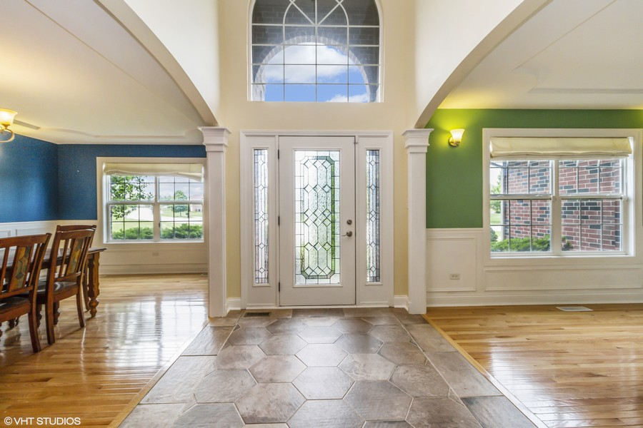 Real Estate Photography - 20035 Delphi Dr, Olympia Fields, IL, 60461 - Entryway | Dining Room | Living Room