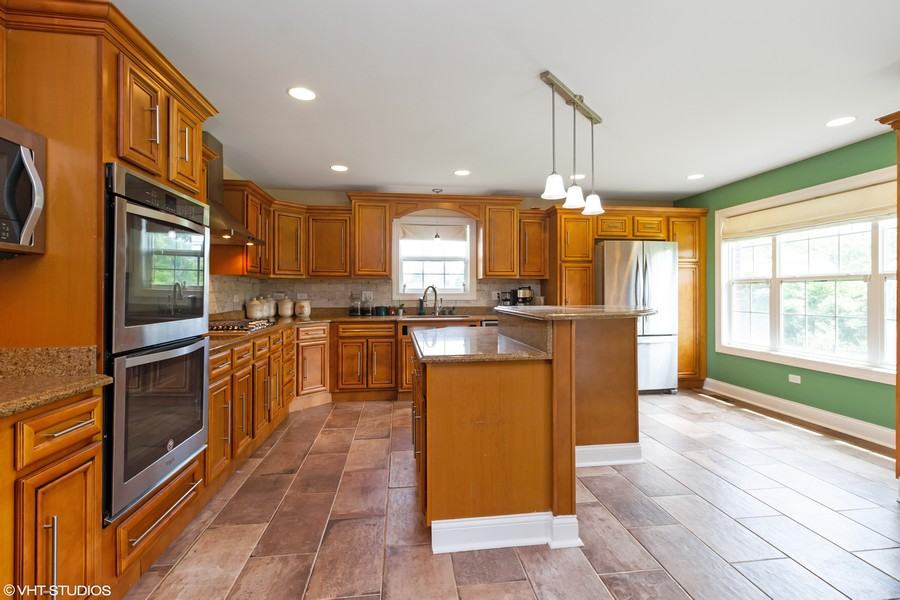 Real Estate Photography - 20035 Delphi Dr, Olympia Fields, IL, 60461 - Kitchen