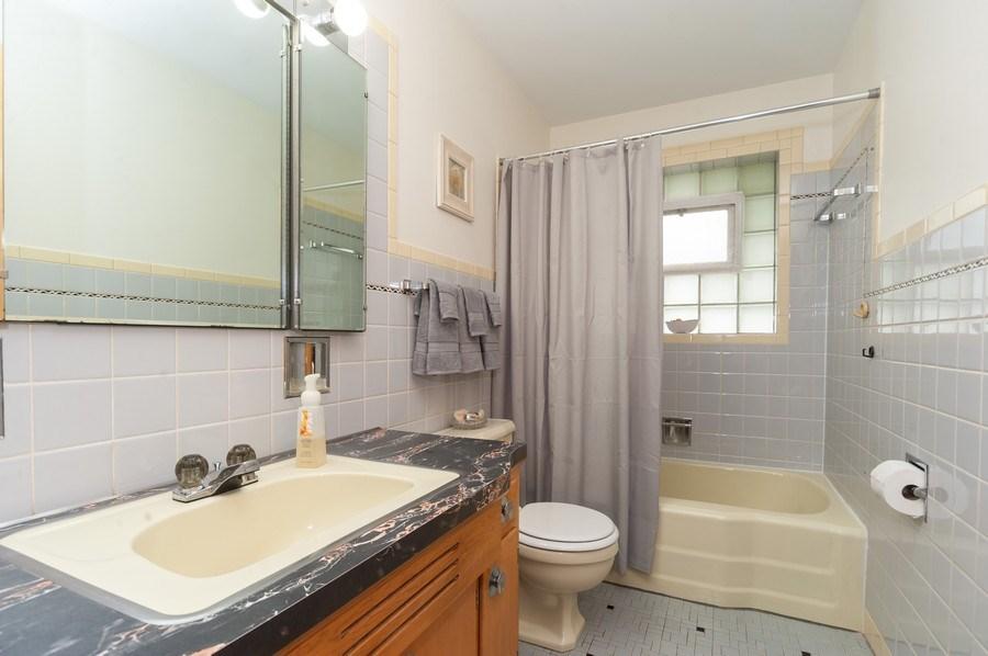 Real Estate Photography - 306 S. WATERMAN Avenue, Arlington Heights, IL, 60004 - Bathroom