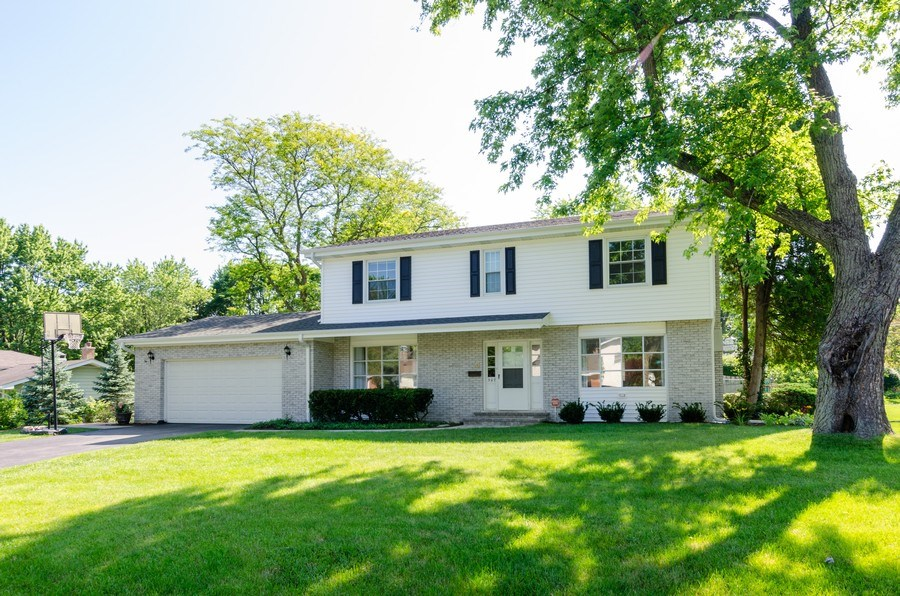 Real Estate Photography - 307 Sharon Drive, Barrington, IL, 60010 - Front View