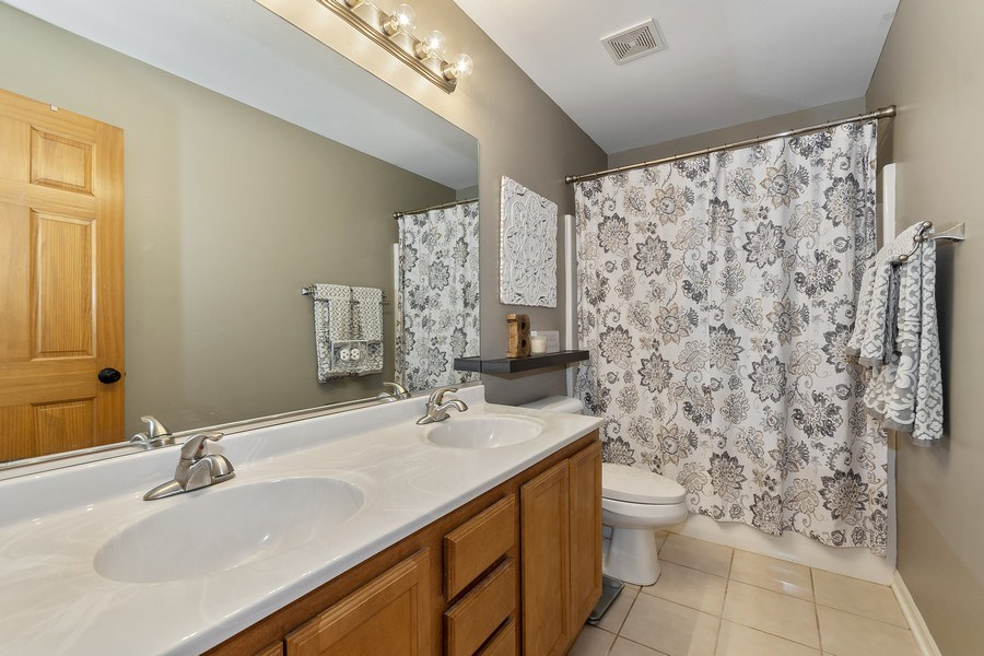 Real Estate Photography - 924 Erb Farm Lane, Naperville, IL, 60563 - 2nd Bathroom
