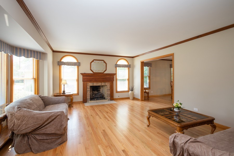 Real Estate Photography - 324 Ridgewood Drive, Bloomingdale, IL, 60108 - Living Room