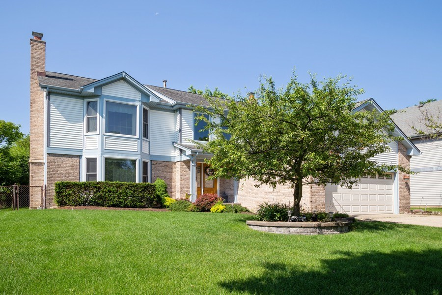 Real Estate Photography - 324 Ridgewood Drive, Bloomingdale, IL, 60108 - Front View